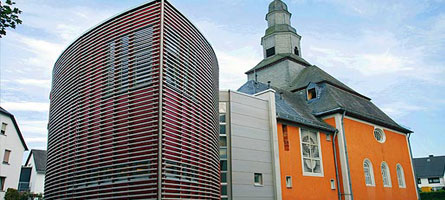 Tragende Pfosten-Riegel-Glasfassaden in Holz-Aluminium-Bauweise