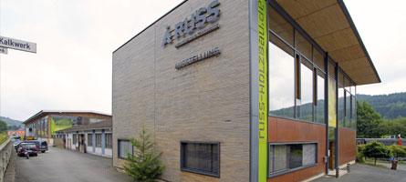 Am Firmensitz in Mittenaar-Offenbach wird das Empfangs- und Ausstellungsgebäude in moderner Holzbauweise angebaut.